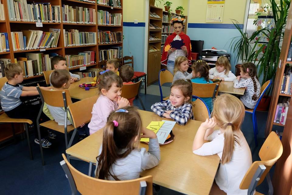 Przedszkolaki z Żarek Letniska w Bibliotece spotkjały się z Jesienią