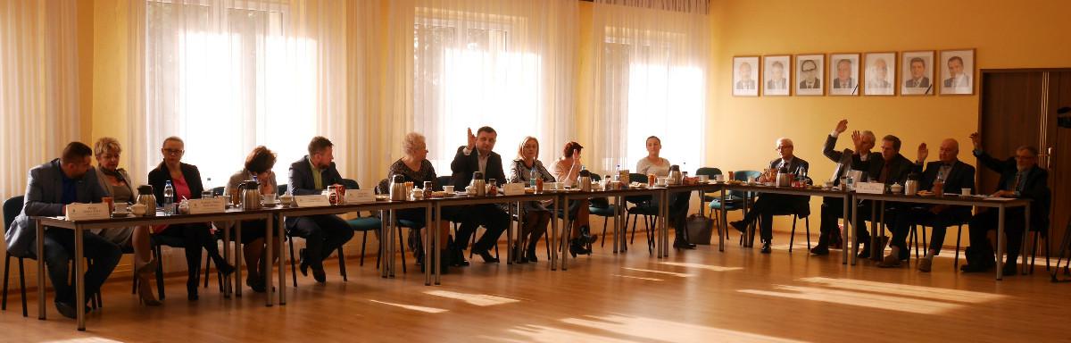 Podczas XLIV sesji Rady Gminy Poraj radni uchwalili Wieloletnią Prognozę Finansową na lata 2018-2033