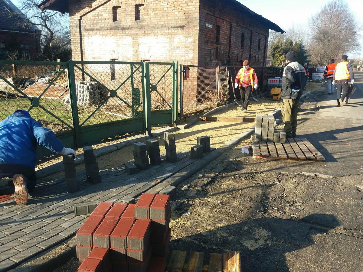 nowy chodnik w poraju ul. kolejowa cis centrum integracji społecznej